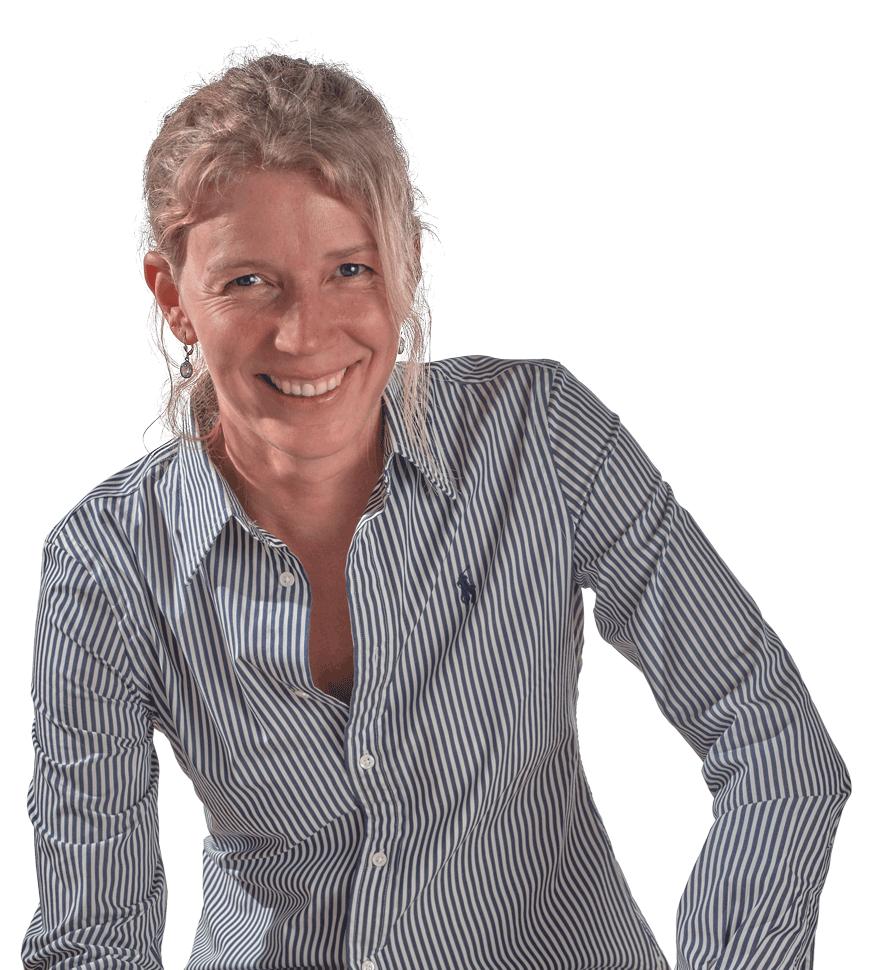 Medi Portrait lächelnd mit Streifenhemd